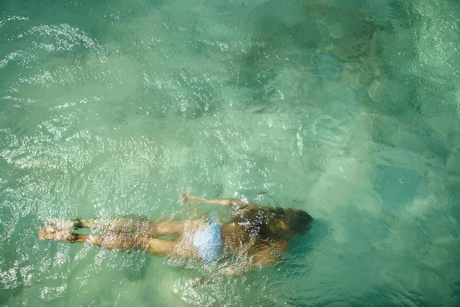 Swimming underwater in St. Barths  | Trinette+Chris Photographers