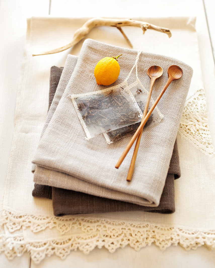 Green tea bag on napkins  | Trinette+Chris Photographers